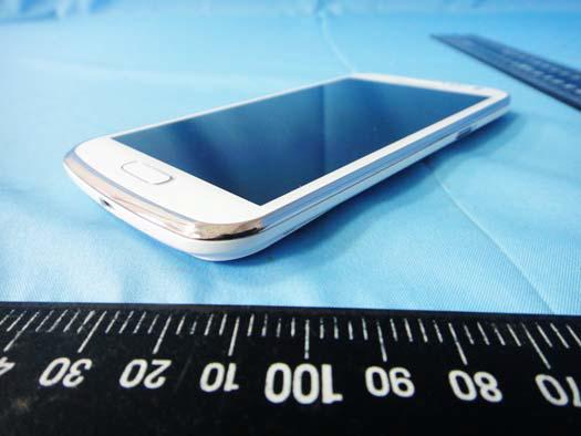 Samsung Galaxy Premier GT-I9260 en el horizonte