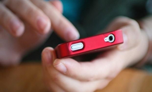 Los españoles utilizamos cada vez más el smartphone para realizar gestiones online