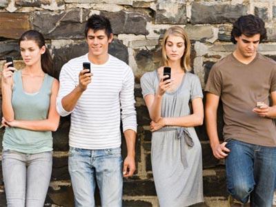 Los jóvenes se decantan por el smartphone para conectarse a Internet