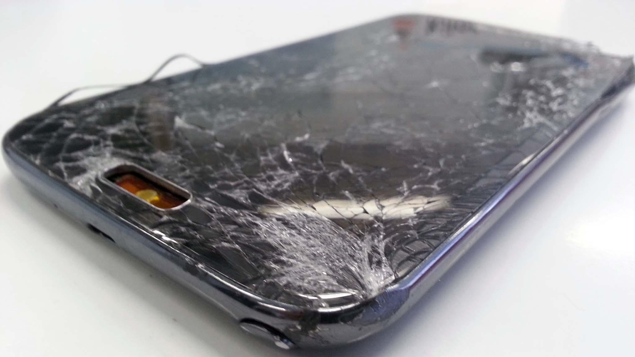 ¿Necesitas cambiar la pantalla rota de tu móvil?