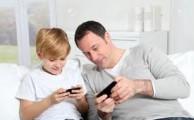 Comparamos 5 parejas de papás e hijos en el mundo Smartphone