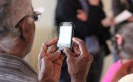Cinco consejos para adaptar un teléfono a personas mayores