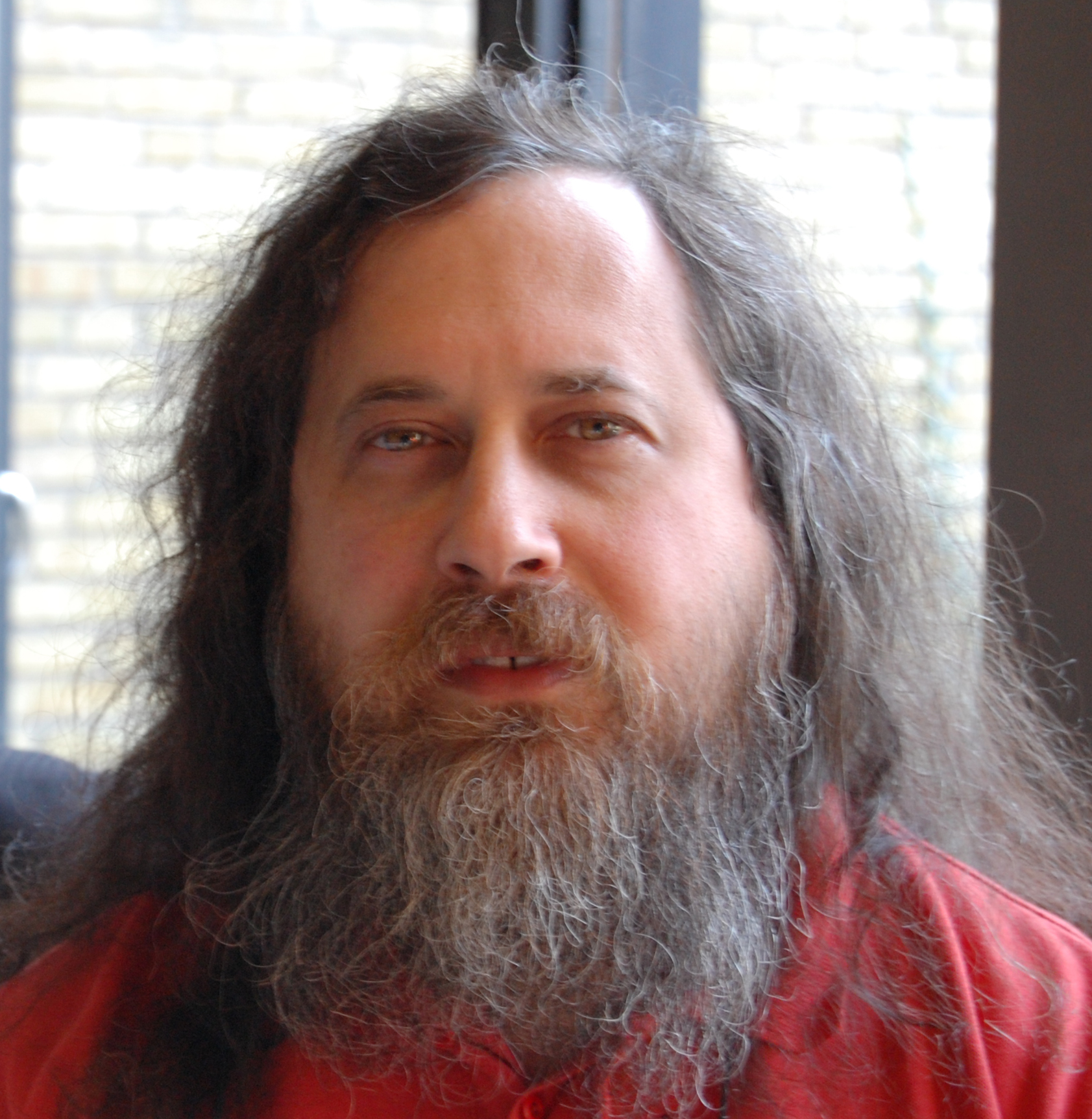 Richard Stallman: Ubuntu es igual de inseguro que Windows