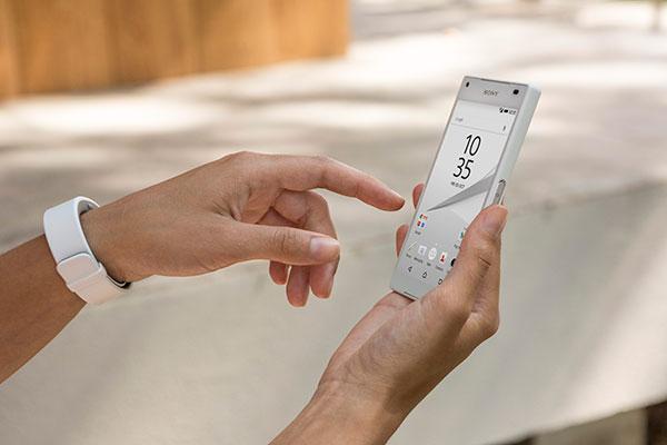 Sony-Xperia-Z5-compact-02