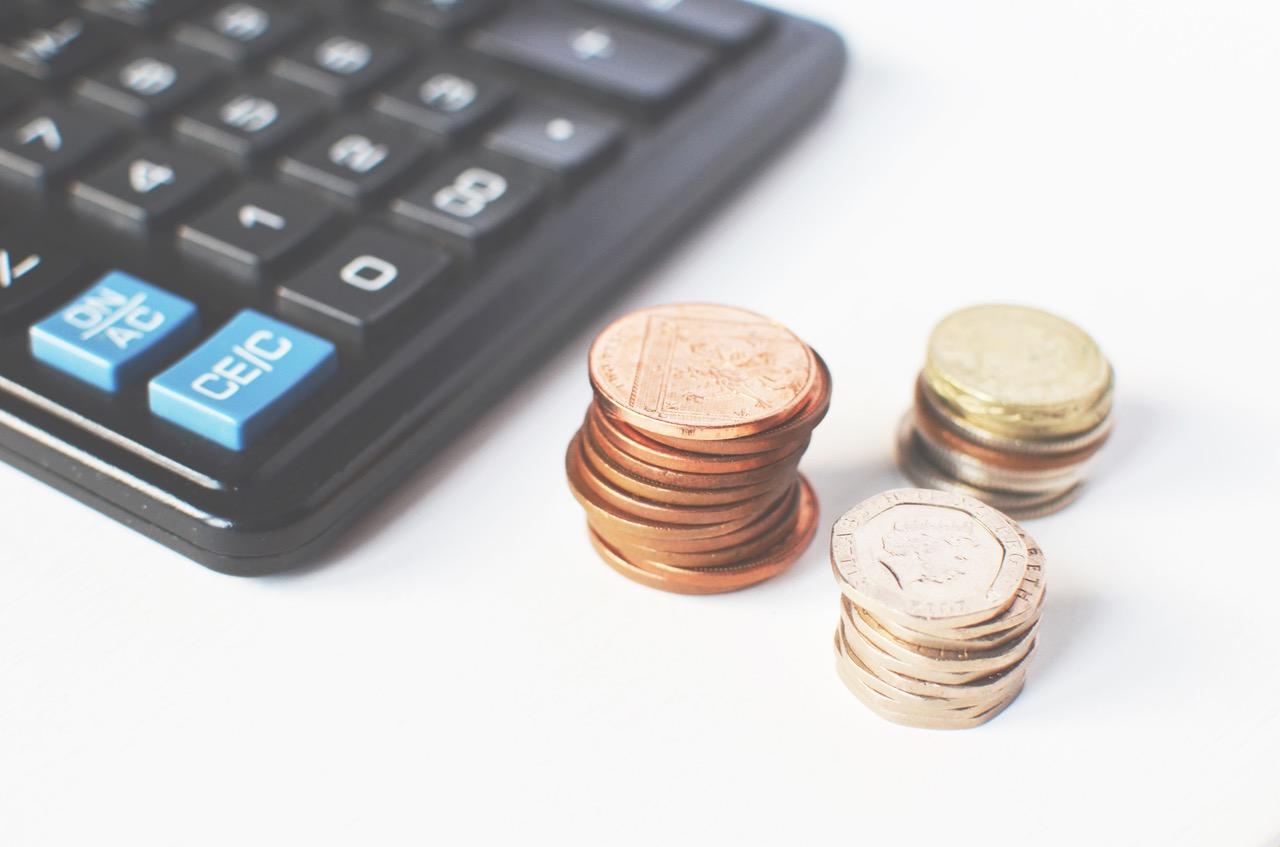 monedas y calculadora