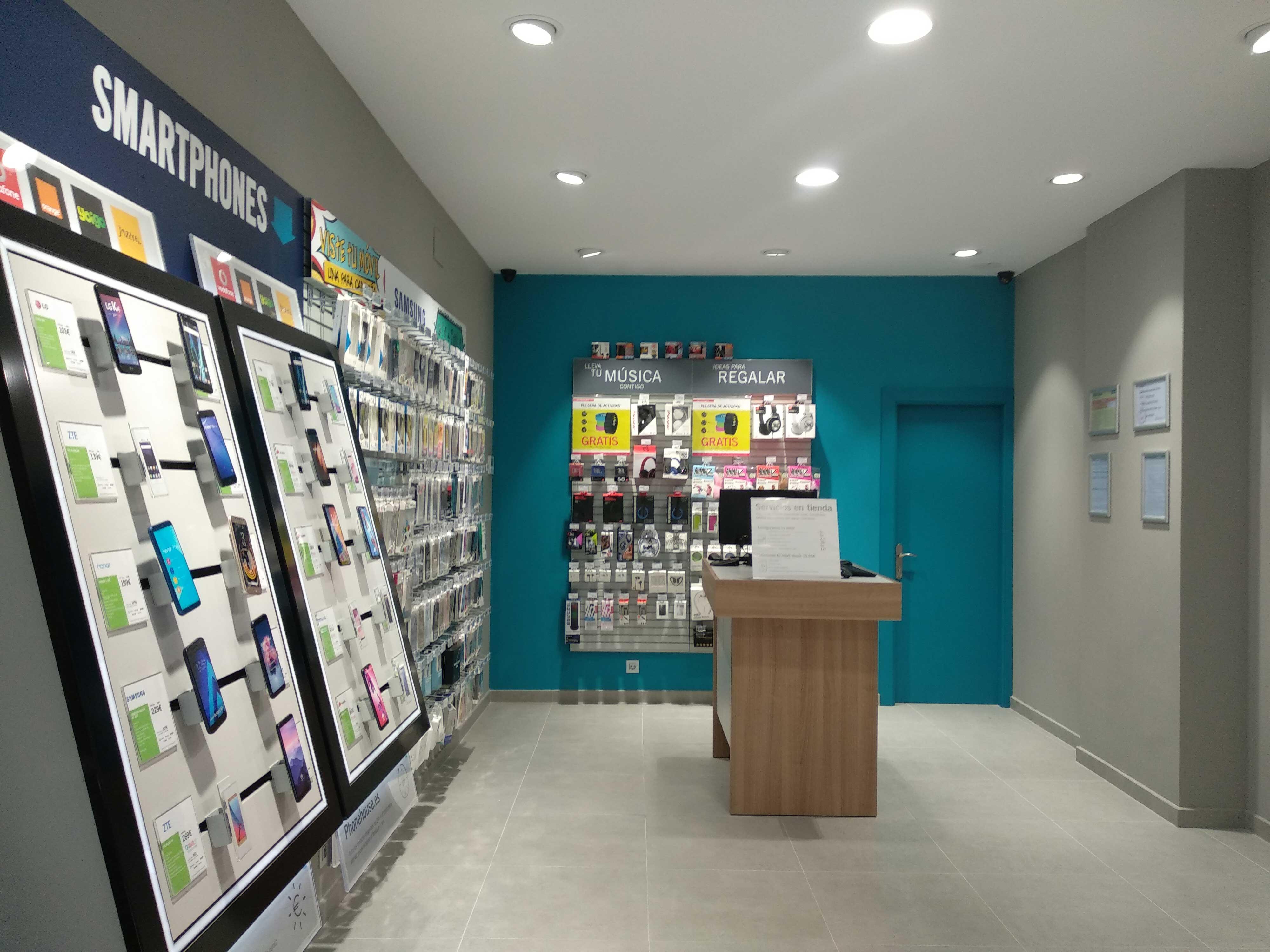a2d7011a9 Primera tienda inaugurada por Phone House en Cabezón de la Sal ...