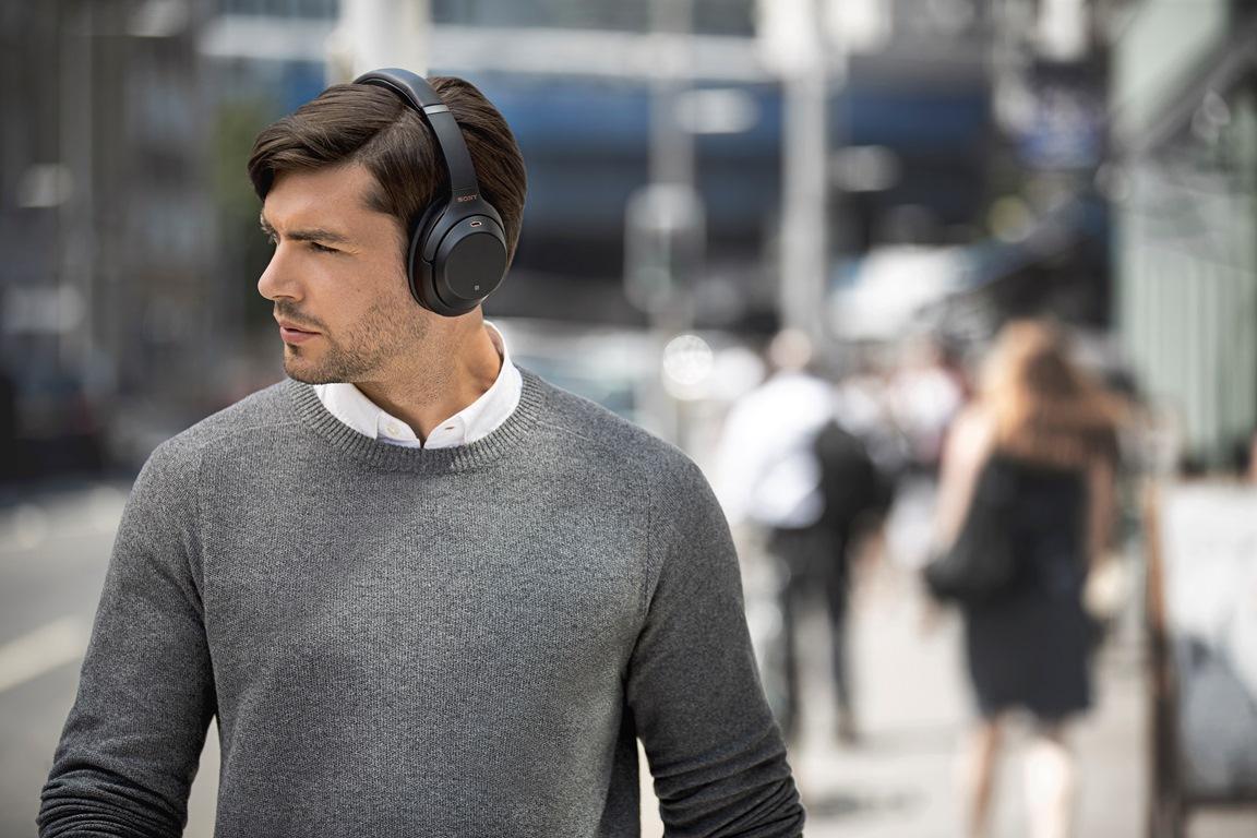 Auriculares inalámbricos de Sony en uso