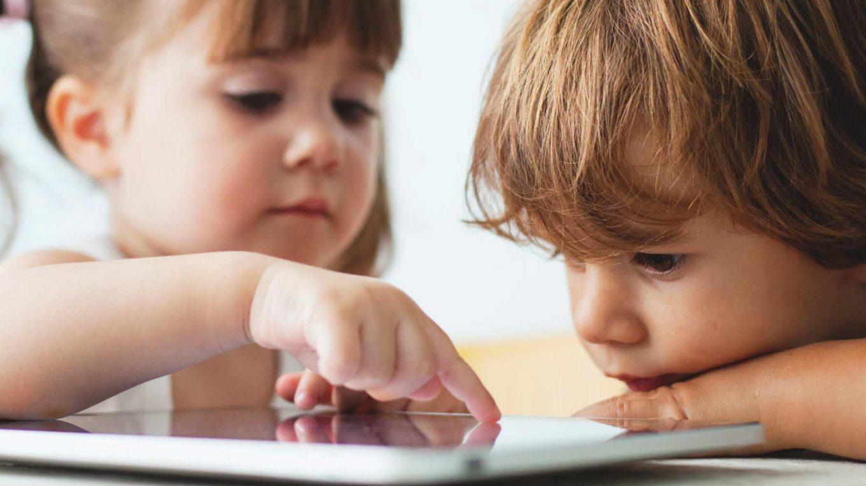 Niños Jugando Con La Tablet