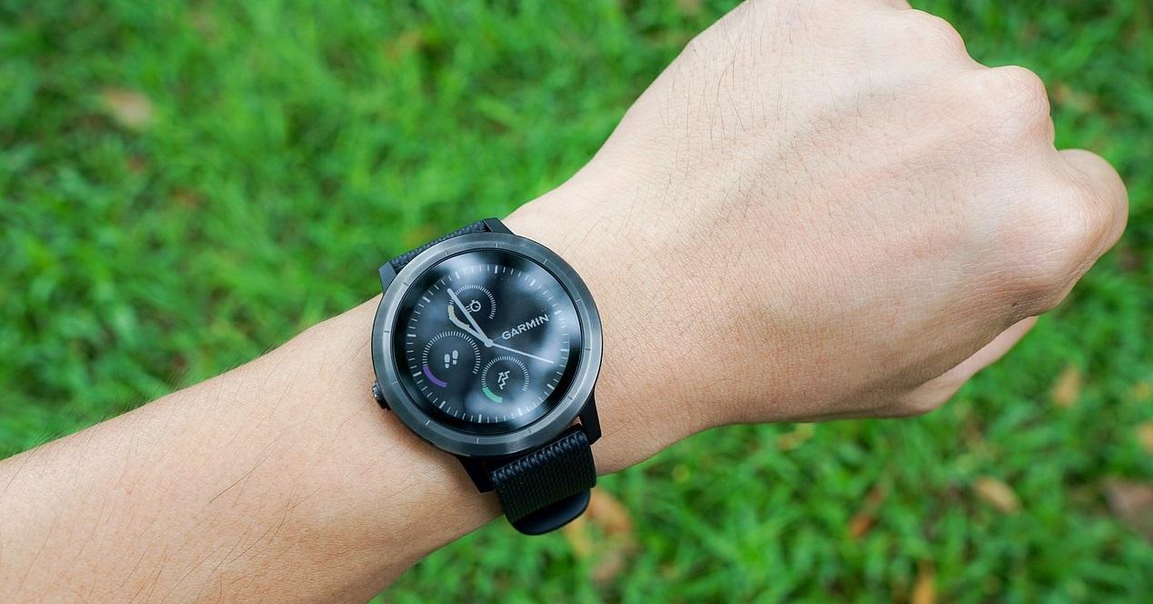 Smartwatch Y Hierba De Fondo