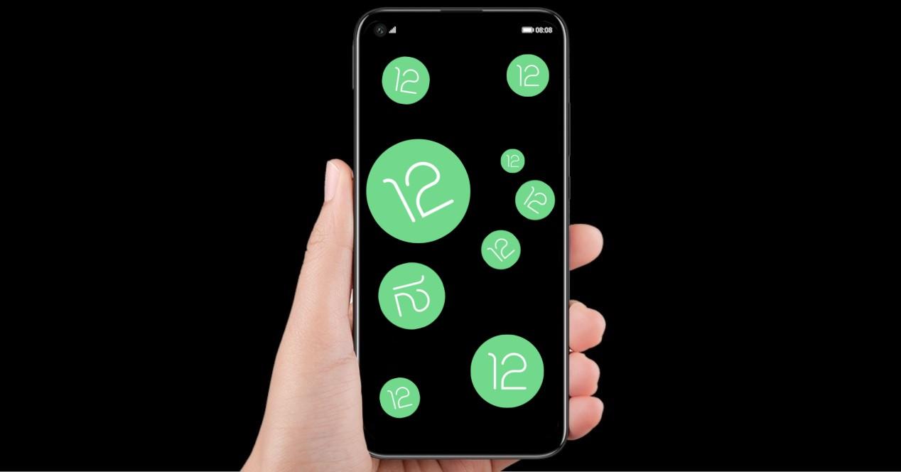Android 12 Logos Con El Movil En La Mano