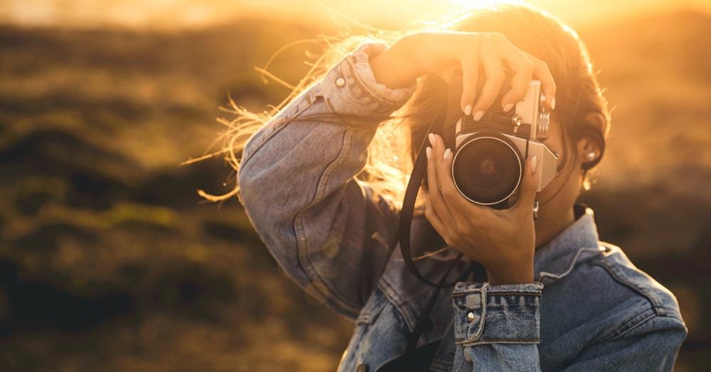Mujer Sacando Una Foto