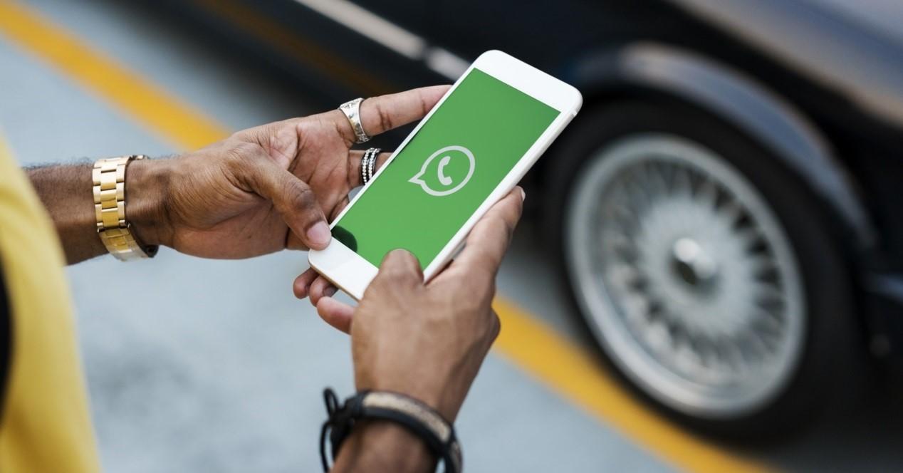 Whatsapp En Un Movil Blanco